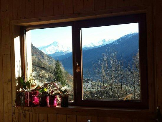 La Salle, Italia: La vista sulle montagne...
