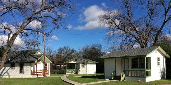 Granbury, TX: Travis Street Cottages