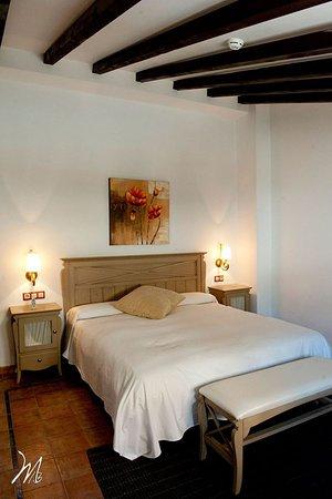 Alcaudete, Spania: detalle de habitación grande.