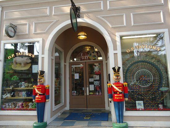 Brevard, Северная Каролина: O. P. Taylors toy store