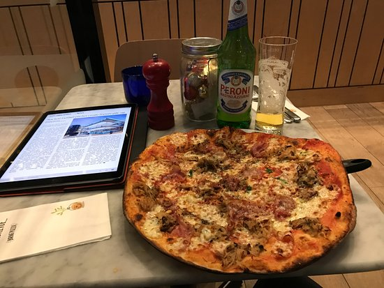 High Wycombe, UK: Christmas Romana pizza
