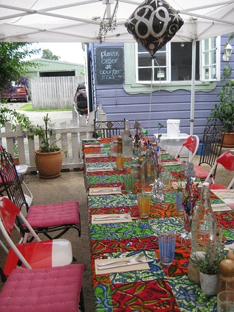 Taree, Australia: table set for 20 in the courtyard.