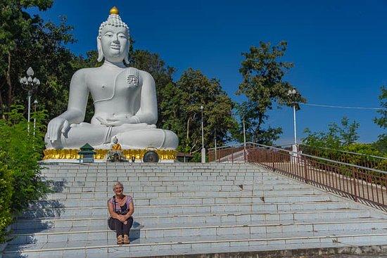 Thaton, Tailandia: White buddha image