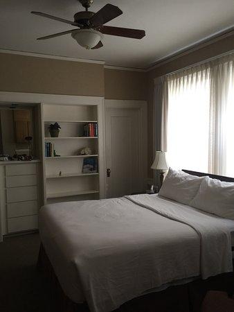 Powell Place: photo1.jpg