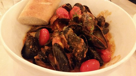 Marlton, Nueva Jersey: Mussels with red sauce