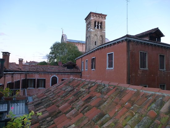 Hotel Paganelli: View from the window of the Campo and San Zaccaria church.