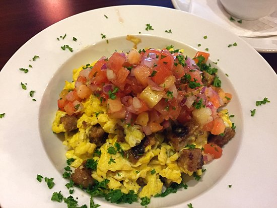 Grosse Pointe Woods, มิชิแกน: The Woodpecker: eggs, chorizo and salsa.  Very good!