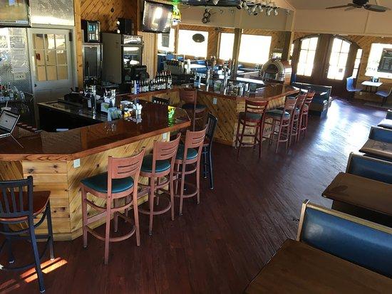 Σάνσετ Μπιτς, Βόρεια Καρολίνα: Mavericks Pointe is a casual dining restaurant and bar located at the roundabout adjacent to the