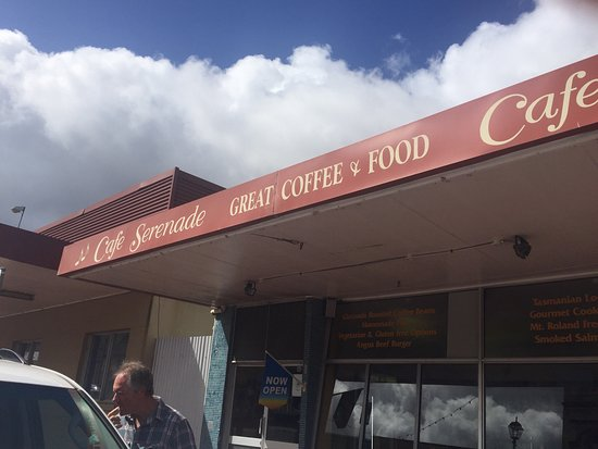 Queenstown, Australia: Had a great coffee and delicious tassie scallop curry pie here for breakfast! Worth a stop...