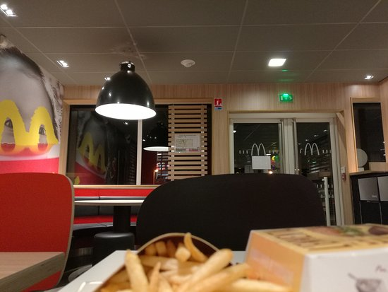 Chateaulin, France: McDonald's