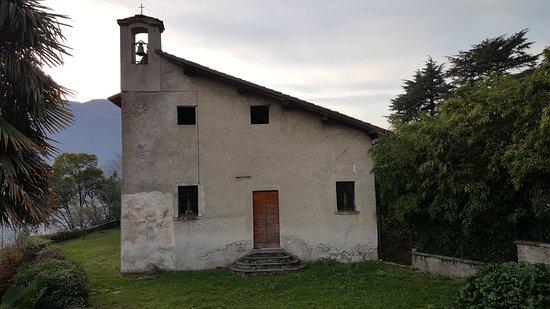 Mandello del Lario, Italia: Retro del Santuario di Santa Maria nascente a Debbio