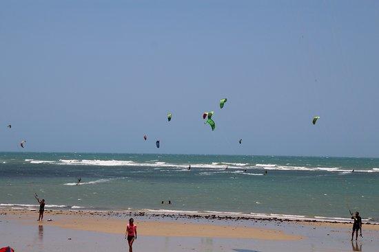 Paracuru, CE: o melhor lugar na pratica de kitesurfe.