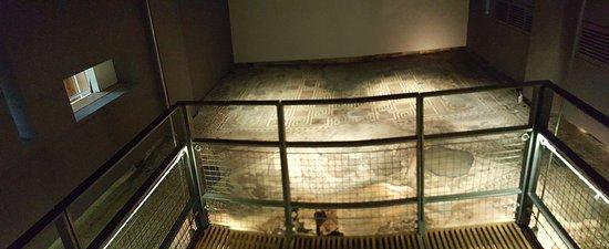 Yanworth, UK: Sítio arqueológico bem recuperado.