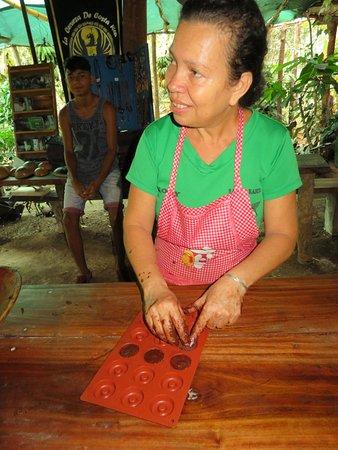 Puerto Jimenez, Costa Rica: Making Chocolate