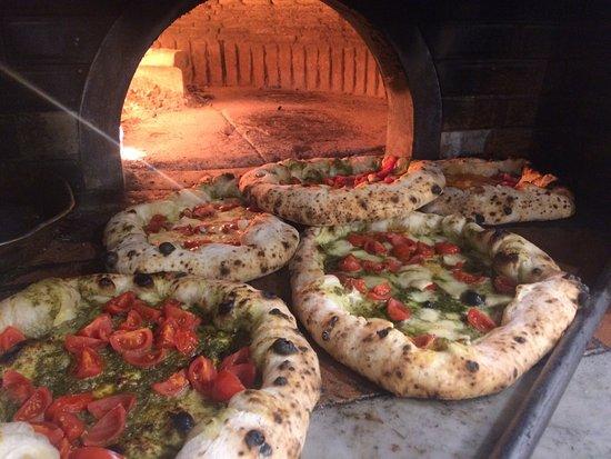 Casapulla, Włochy: Carrellata di pizze #lafamiglia #giovannirusso