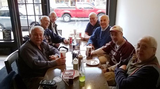 West Reading, Pensylwania: Wyomissing High School Grads from 65 & 66 getting together for lunch at Let's Taco Bout It.