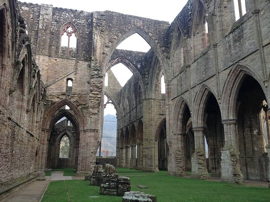 Chepstow, UK: Tintern Abbey inner walls