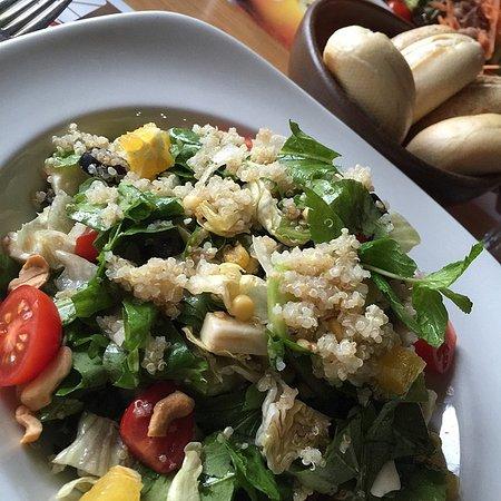 Burnaby, Canadá: Tandoori Cauliflower Quinoa Salad