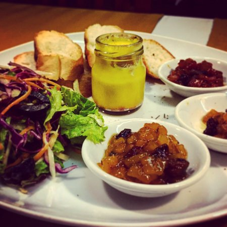 Georges Rhumerie French Restaurant: Four Gras was amazing