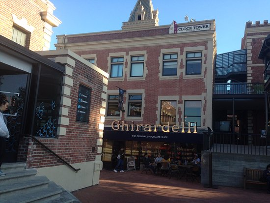 South San Francisco, CA: Plaza y tienda
