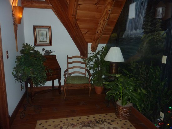 Salesville, OH: Sitting/reading nook upstairs between room entrances.