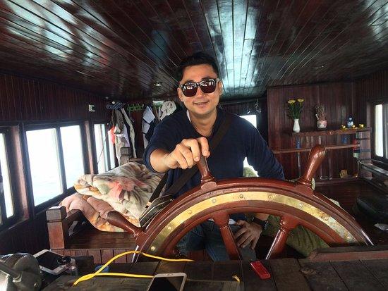Hai Phong, Vietnam: Captain Chae with Tuan Chau Pearl Isle