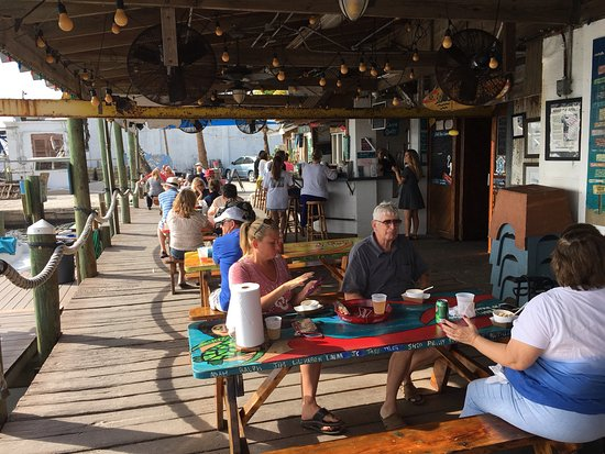 Cortez, FL: Talk about casual dining....this is the place.