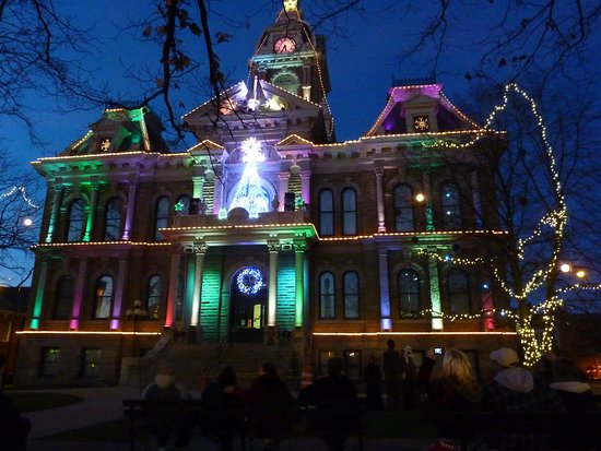 Cambridge, OH: Changing light display. Of course you can't hear the sychonized music.