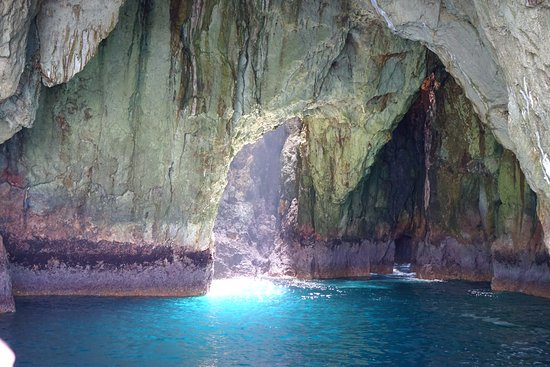 Tutukaka, Новая Зеландия: One of the sea caves