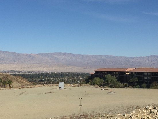 Rancho Mirage, كاليفورنيا: my room was on the top left of the hotel