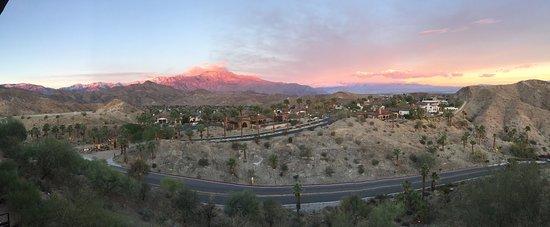 Rancho Mirage, كاليفورنيا: mountain view, top floor view, during sunset