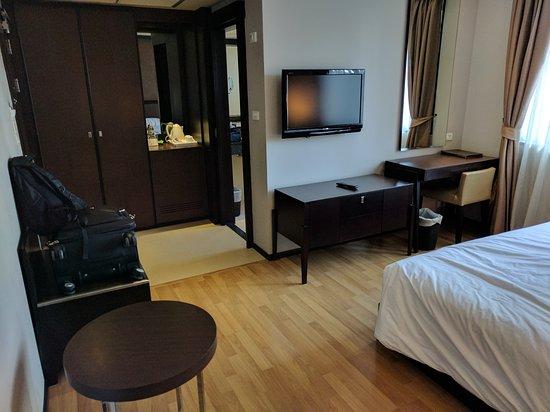 The Dawin Bangkok Hotel: IMG_20161128_091303_large.jpg