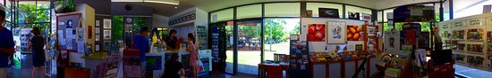 Kuranda, Australien: Welcome to our Visitor Information Centre - offering free and friendly help,  wifi and charging