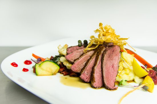 Carleton Place, Канада: Seared Duck Breast with Herb Whipped Potatoes, Seasonal Veggies and Berry Accents