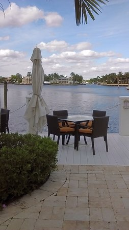The Pillars Hotel Fort Lauderdale: Alternative to indoor dining-right on the water