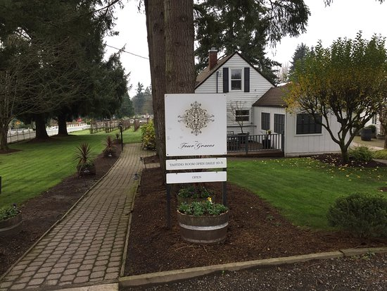 Dundee, OR: The Four Graces Winery