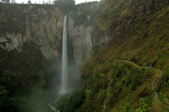 Medan, Indonesia: North Sumatera - Sipiso-piso waterfall, the highest waterfall in Indonesia