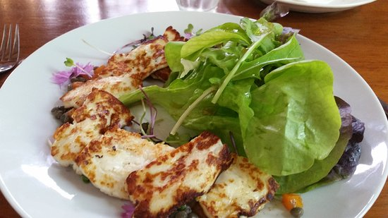 Richmond, New Zealand: Fried Halloumi salad