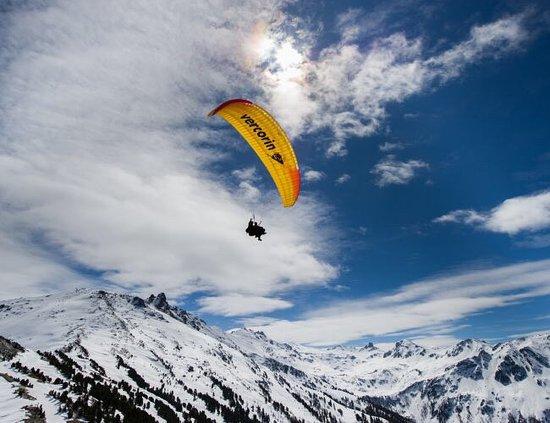 Vercorin c'est l'endroit idéal pour faire du parapente en Valais !