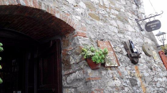 Duddova, Italia: Esterno locale.