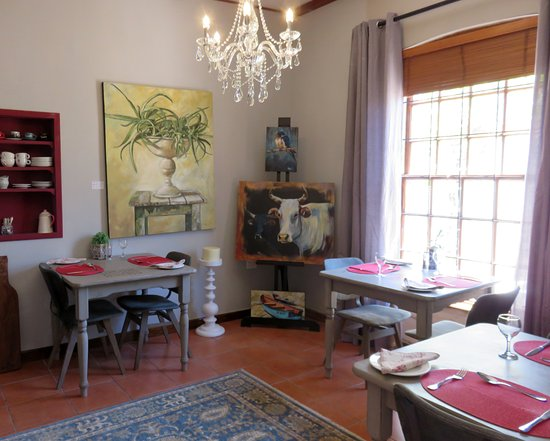 Durbanville, África do Sul: Enjoy a full English breakfast in our arty Breakfast Room