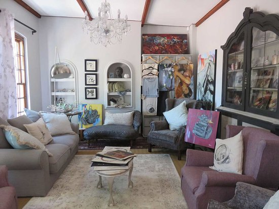 Durbanville, África do Sul: Tania Olivier works and homeware and decor in the Gallery