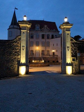 Chateauneuf-du-Pape, ฝรั่งเศส: Château de Vaudieu by night