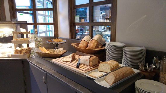 Flamsbrygga Hotell: 早餐: 麵包及餅