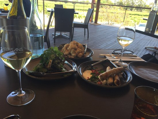 Tanunda, Australia: Cauliflower, lamb cigars and ribs. The view is the best bit.