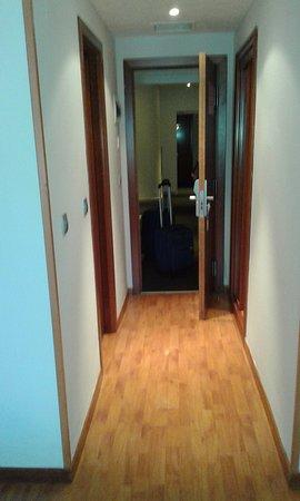 Tryp Madrid Centro : Pasillo de entrada