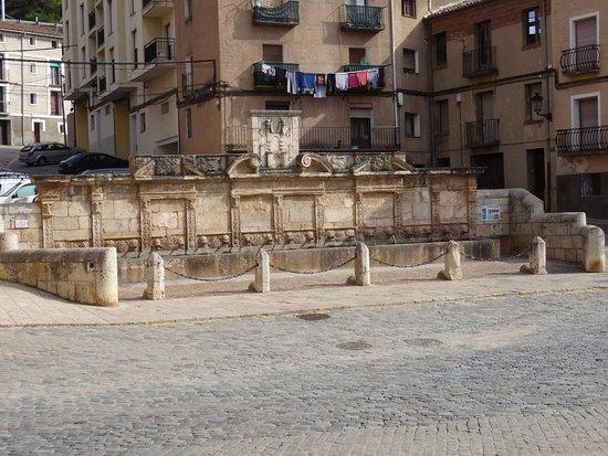 Daroca, Spain: FONTAINE VUE DE FACE