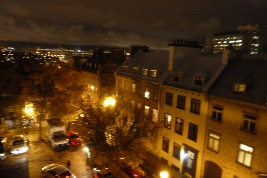 Les Lofts 1048: Night time view from room 305