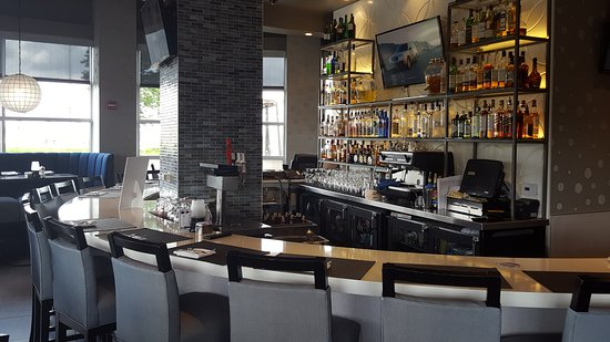 Lenexa, KS: The bar is very nice and very upscale