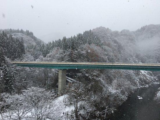 Akita Prefecture, Japan: 本來不在行程規畫內,臨時改了行程去坐了秋田內陸線,剛好遇到下雪,很美哦